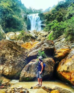 Berpose di muka Air Terjun Sunggah, by @dodikreza